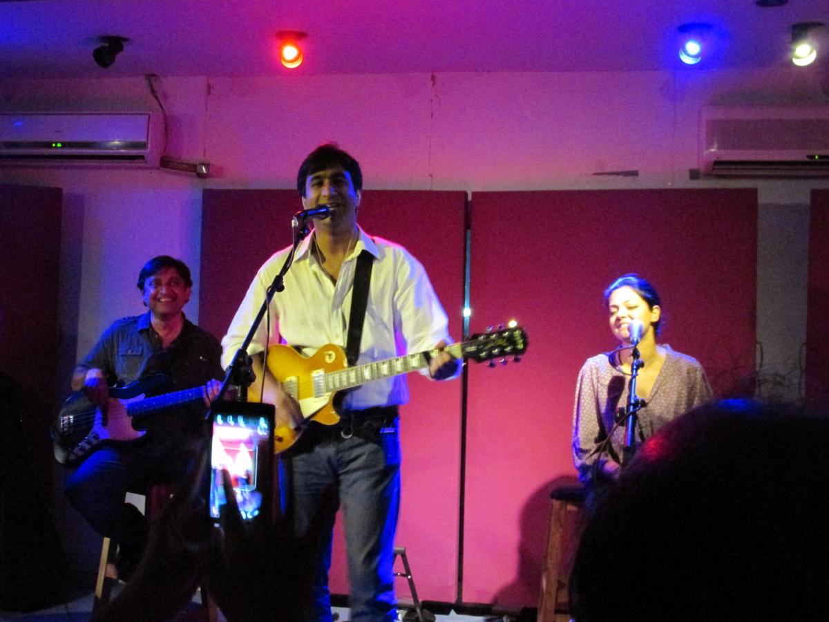 Dr. Taimur Rahman leads Laal in a performance at True Brew Studio in Lahore